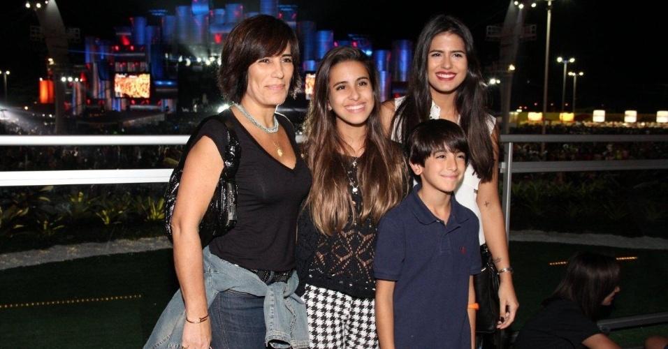 14.set.2013 - Gloria Pires vai ao Rock in Rio acompanhada dos filhos, Ana, Antonia e Bento