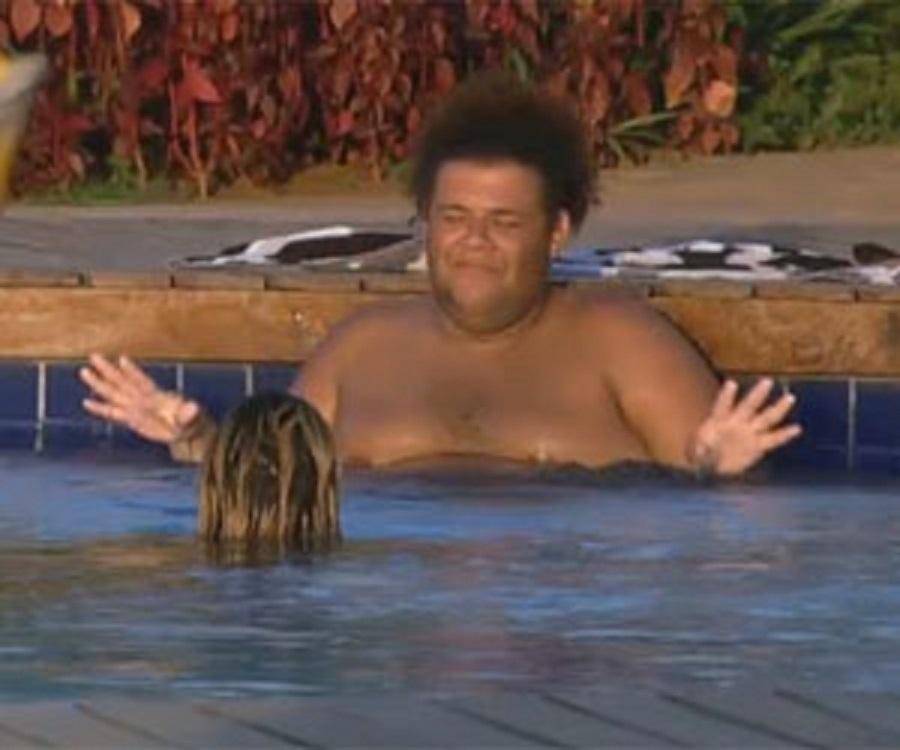 14.set.2013 - Gominho e Mulher Filé conversando na piscina