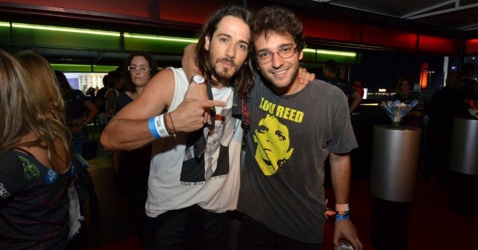 14.set.2013 - Humberto Carrão curte segundo dia de Rock in Rio acompanhado de um amigo