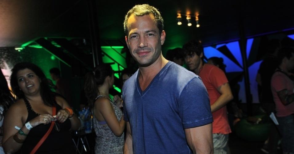 14.set.2013 - Malvino Salvador marca presença no segundo dia de Rock in Rio. O ator está separado da atriz Sophie Charlotte, que está em outro camarote