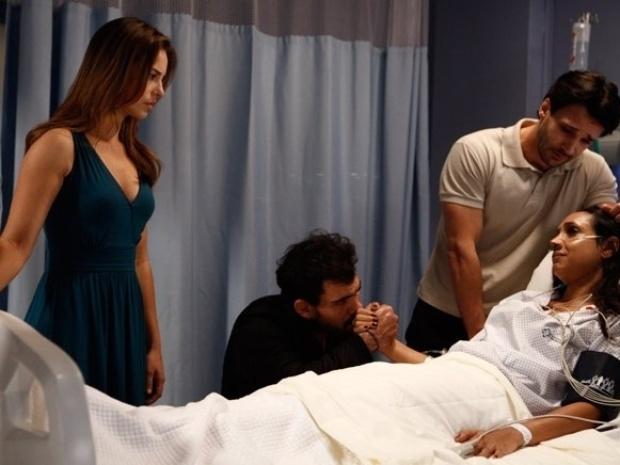 """Em """"Amor à Vida"""", antes de morrer, Alejandra livra Paloma da prisão"""