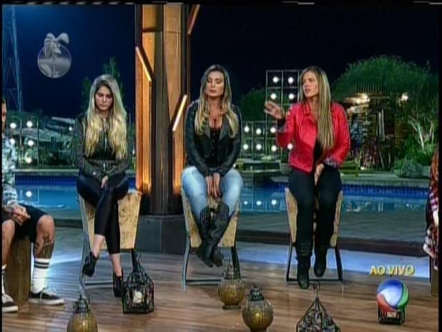 15.set.2013 - Durante votação, Denise Rocha acusou Andressa de ser prostituta
