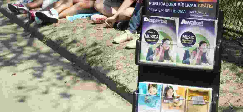 Testemunhas de Jeová distribuem folhetos bíblicos no Lollapalooza em 2013 - Zulmair Rocha/UOL