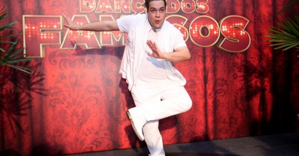 "15.set.2013 - Tiago Abravanel, finalista da ""Dança dos Famosos"", posa para fotos"