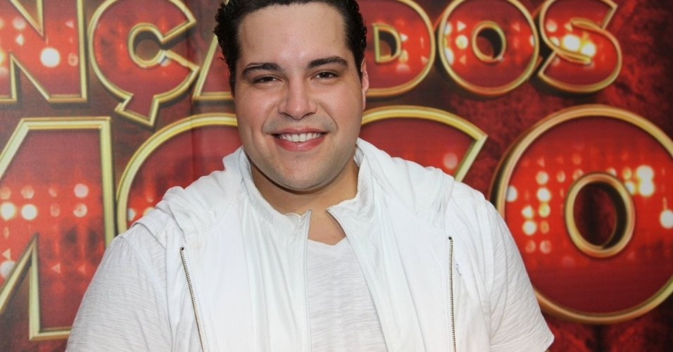 15.set.2013 - Tiago Abravanel, finalista da Dança dos Famosos, posa para fotos