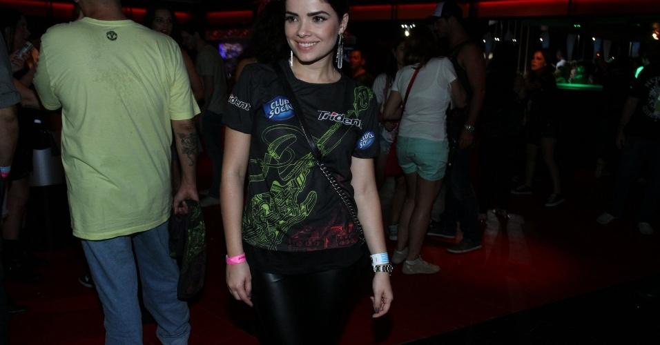 """15.set.2013 - Vanessa Giácomo, que atualmente interpreta Aline em """"Amor à vida"""", chega a camarote"""