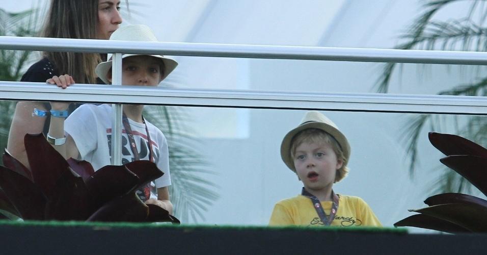15.set.2013- Os filhos de Luciano Huck e Angélica, Joaquim e Benício, estiveram no camarote do Rock in Rio, neste domingo, 15