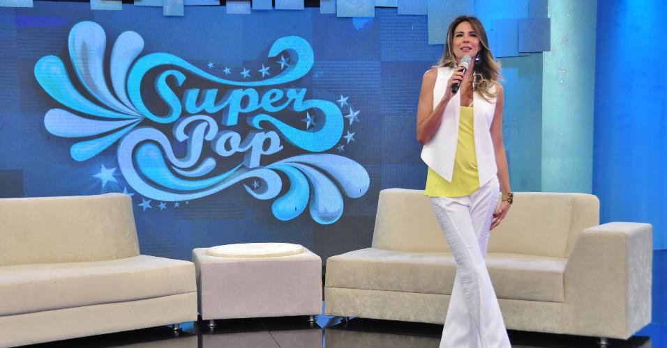 Luciana Gimenez estreia novo cenário no