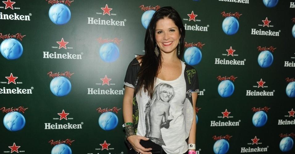 15.set.2013 - Recém-separada de Leandrinho, Samara Felippo deu uma escapadinha da filha de um mês e meio, Lara, para curtir o festival