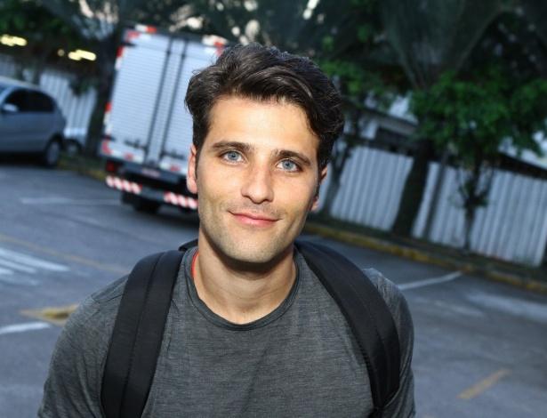 16.set.2013 - Bruno Gagliasso, que foi de moto ao encontro na churrascaria, vai interpretar Franz na novela