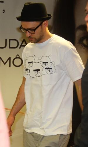 16.set.2013 - Depois de levar milhares de mulheres e homens aos prantos no Rock in Rio, Justin Timberlake deixa o Brasil via aeroporto do Galeão