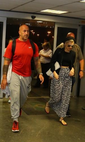 16.set.2013 - Jessie J chega ao Aeroporto Galeão, no Rio de Janeiro, um dia depois de show no Rock in Rio