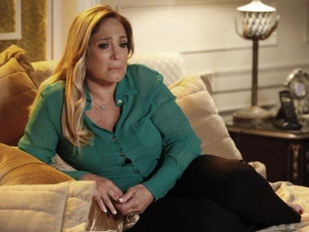 """Em """"Amor à Vida"""", Pilar cai no choro após descobrir traição de César e dar surra em Aline"""