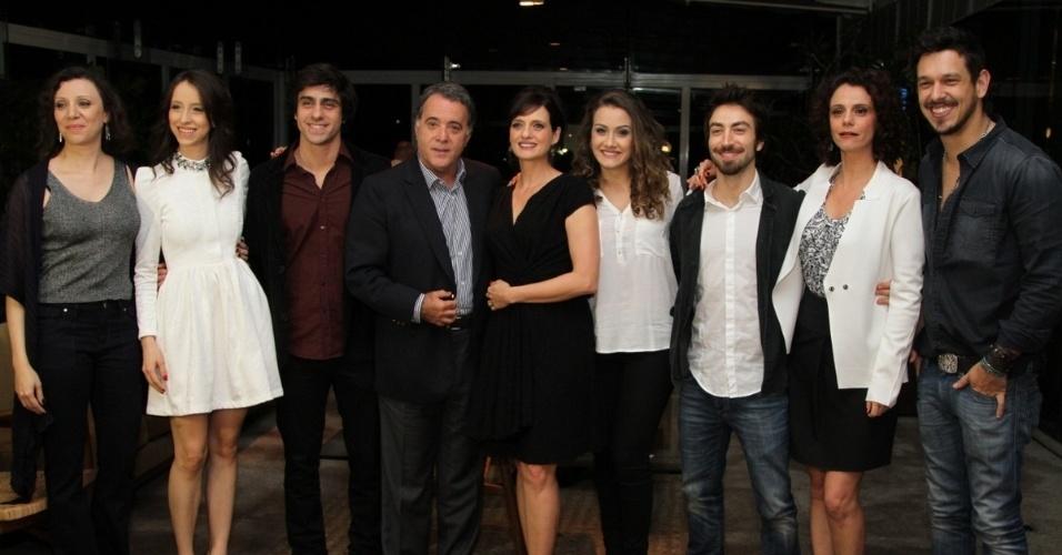 """17.set.2013 - Elenco de """"A Mulher do Prefeito"""" divulga seriado em entrevista coletiva em São Paulo"""