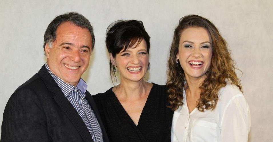 """17.set.2013 - Tony Ramos, Denise Fraga e Giulia Shanti divulgam """"A Mulher do Prefeito"""""""