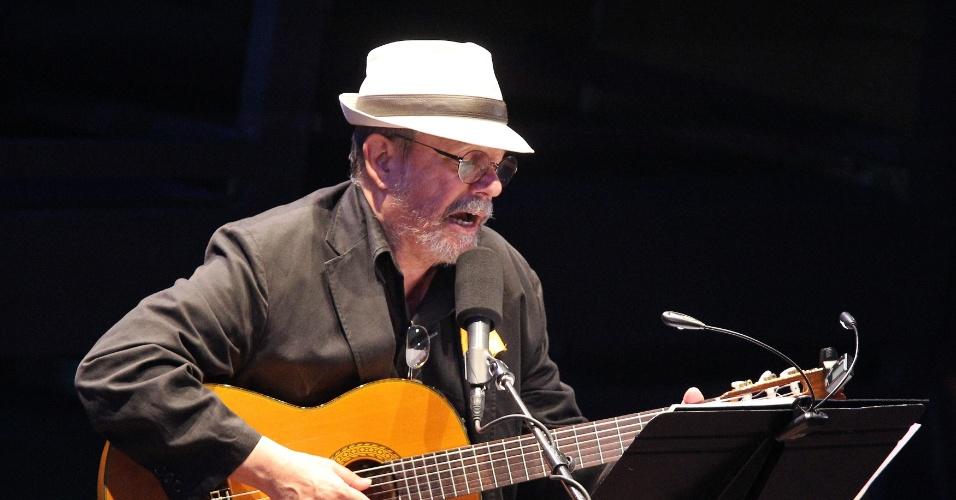 11.set.2013 -  Cantor cubano Silvio Rodríguez se apresenta no teatro Karl Marx, em Cuba