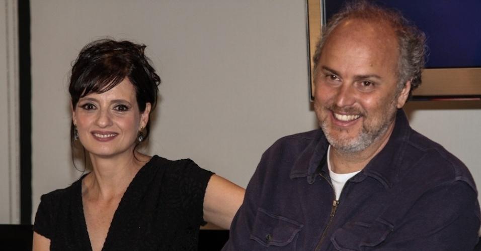 """17.set.2013 - Denise Fraga e o marido, o diretor Luiz Villaça, falam sobre a série """"A Mulher do Prefeito"""" na Globo, em São Paulo"""