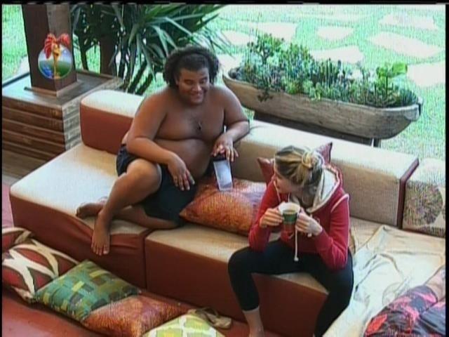 17.set.2013 - Gominho e Bárbara conversaram sobre Andressa Urach