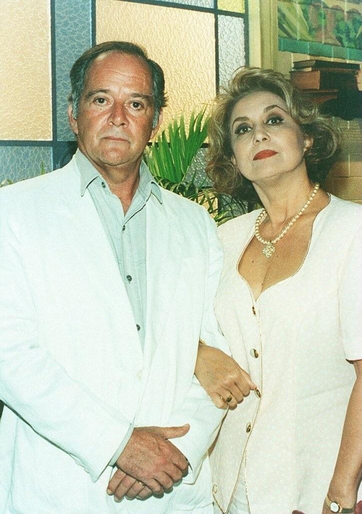 """1997 - Os atores Cláudio Marzo e Eva Wilma em cena da novela """"A Indomada"""", da Glob"""