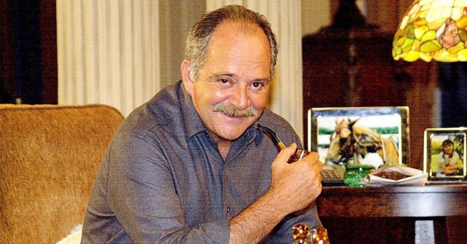 """2002 - O ator Cláudio Marzo na novela """"Coração de Estudante"""", da Globo"""