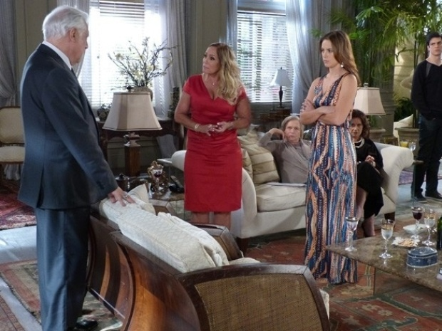 """Em """"Amor à Vida"""", César pede divórcio e diz a Pilar que Aline está grávida"""