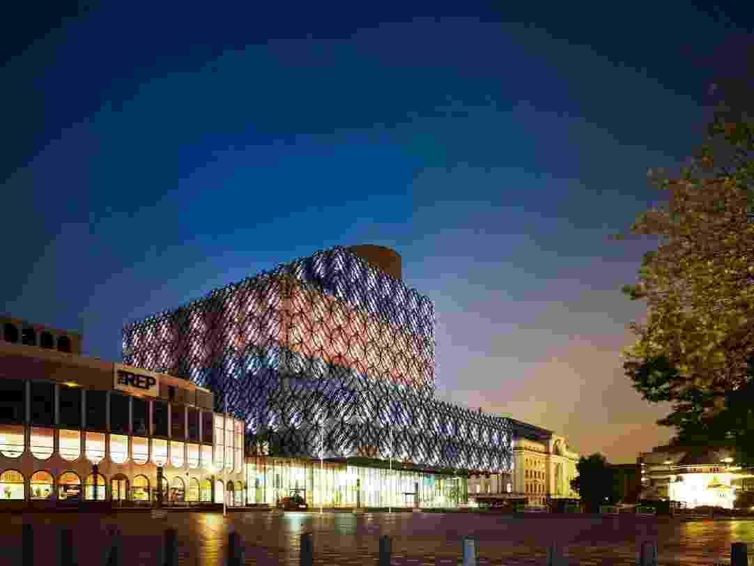 Fachada da maior biblioteca pública da Europa, em Birmingham. Com wi-fi gratuito em seus 10 andares e jardins suspensos, o prédio faz parte do plano de renovação da segunda maior cidade inglesa, mas já serve como referência a outras grandes bibliotecas no velho continente - Christian Richters/Library of Birmingham/Meacanoo/Divulgação