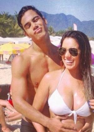 O ator Micael Borges e sua namorada Heloisy Oliveira