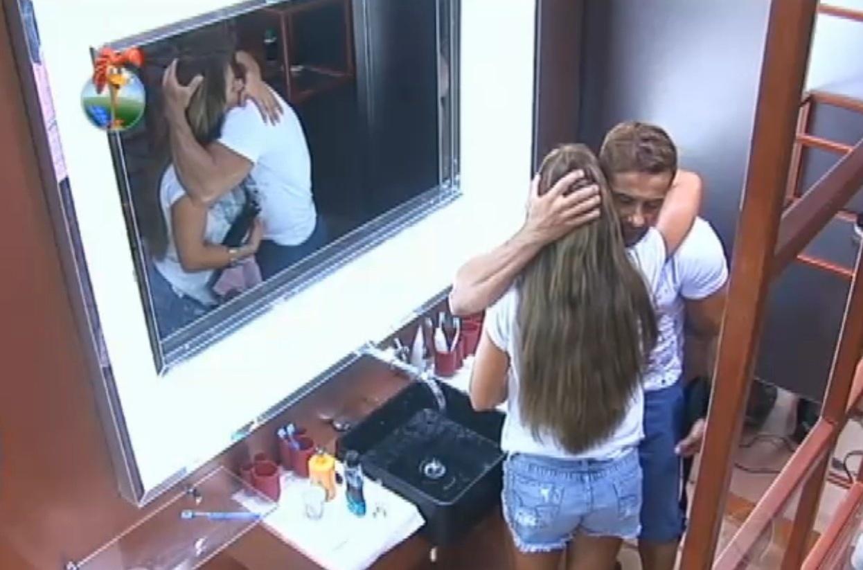 17.set.2013 - Denise e Oliver fizeram as pazes depois de atividade
