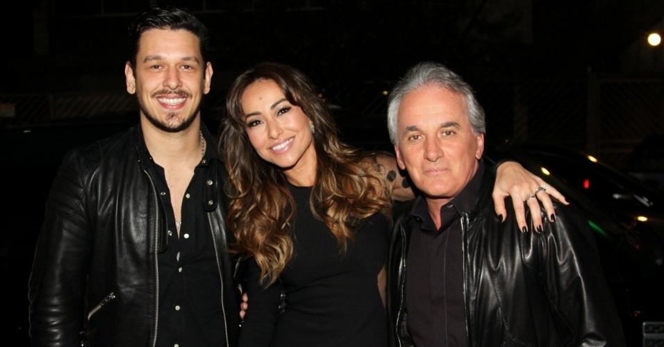 18.set.20013 - João Vicente de Castro, Sabrina Sato e Otávio Mesquita se encontram no aniversário de Matheus Mazzafera em São Paulo