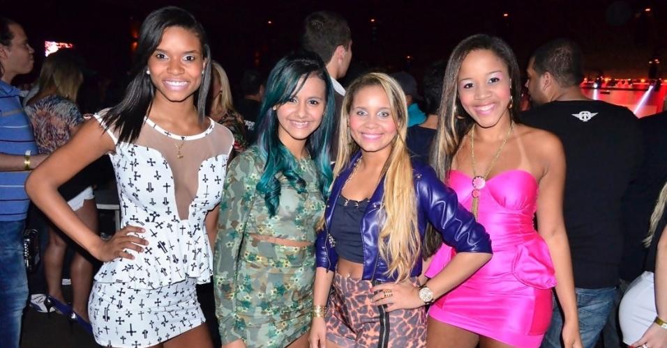 18.set.2013 - Katlyn, Renata, Karol e Taysa do Bonde das Maravilhas, durante show de Anitta, no West Show, em Campo Grande, zona oeste do Rio