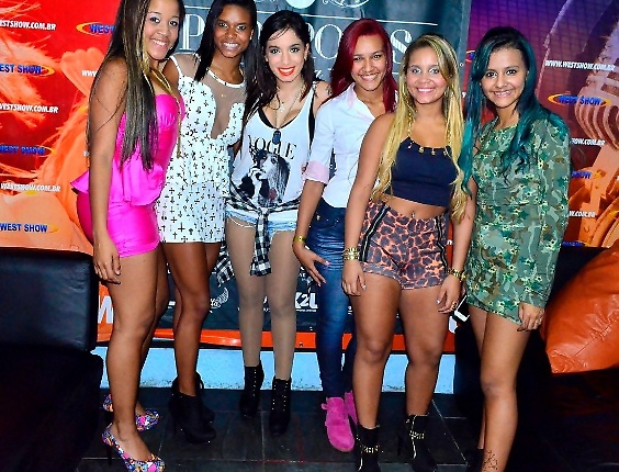 18.set.2013 - Anitta e o Bonde das Maravilhas.