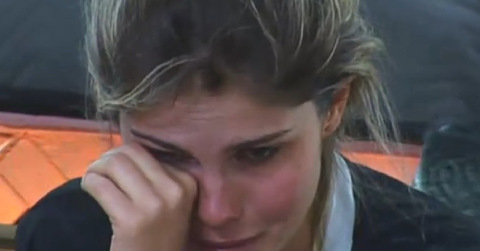 18.set.2013 - Depois de conversar com Mateus, Bárbara voltou a chorar