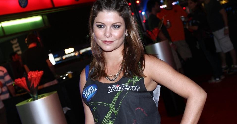 19.set.2013 - A atriz Barbara Borges vestiu a camiseta de um patrocinador no quarto dia de shows do Rock in Rio