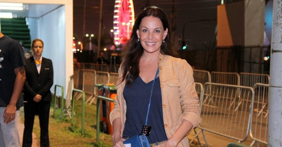 19.set.2013 - A atriz Carolina Ferraz curte a quarta noite de shows do Rock in Rio 2013