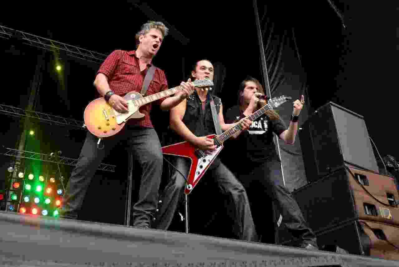 19.set.2013 -  A banda Dr. Sin sobe ao palco Sunset com Roy Z e o República para abrir o segundo final de semana do Rock in Rio - Andre Muzell/AgNews