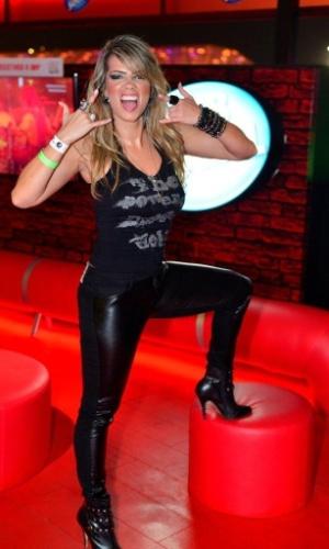 "19.set.2013 - A ex-BBB Fani vai de roupa de ""mulher gato"" no Rock in Rio"