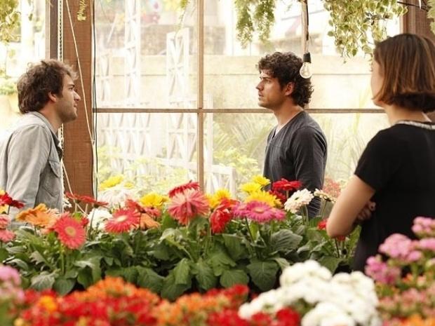 19.set.2013 - Bento (Marco Pigossi) pergunta para Amora (Sophie Charlotte) se ela foi a responsável pelo incêndio na Toca do Saci.