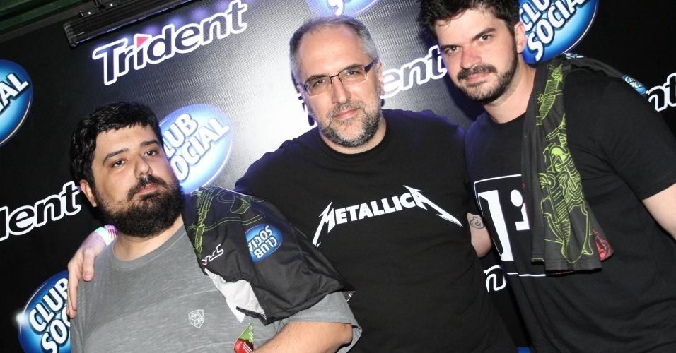 """19.set.2013  - Gabriel Totoro e Antonio Tabet, do coletivo """"Porta dos Fundos"""", posam na área vip"""