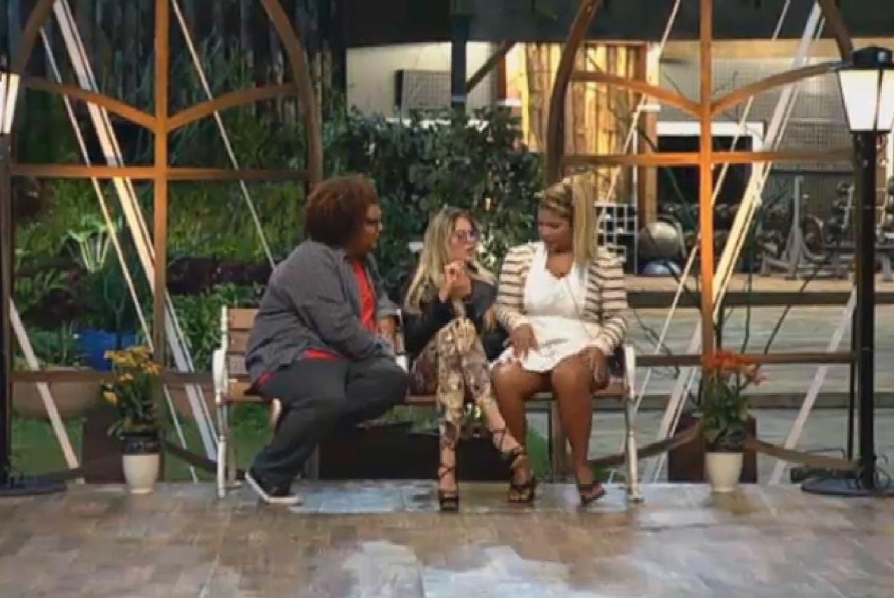 19.set.2013 - Gominho, Bárbara e Yani se divertem durante atividade