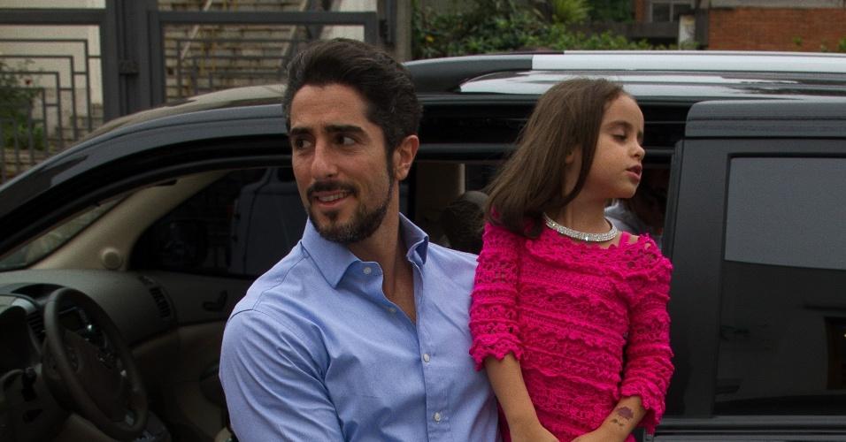 19.set.2013 - Marcon Mion e família aniversário da filha