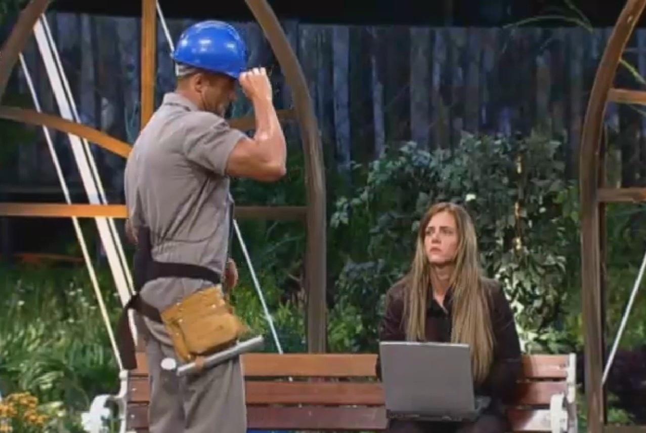 19.set.2013 - Marcos Oliver e Denise encenam peça teatral