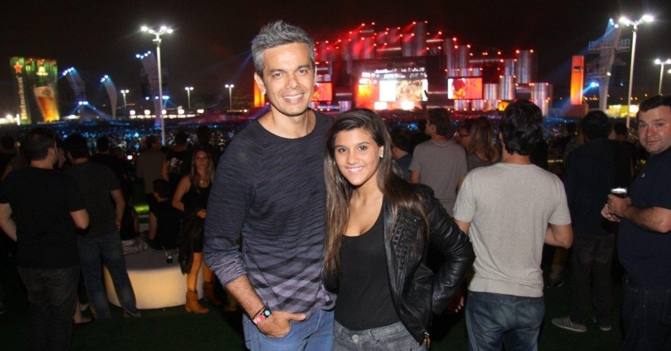 19.set.2013 - Otaviano Costa acompanha a enteada, Giulia Costa, no quarto dia de shows do Rock in Rio
