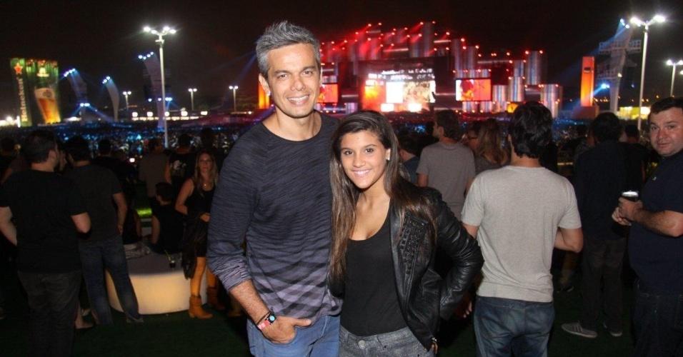19.set.2013 - Otaviano Costa acompanha a enteada, Giulia Costa, no quarto dia de shows do Rock in Rio
