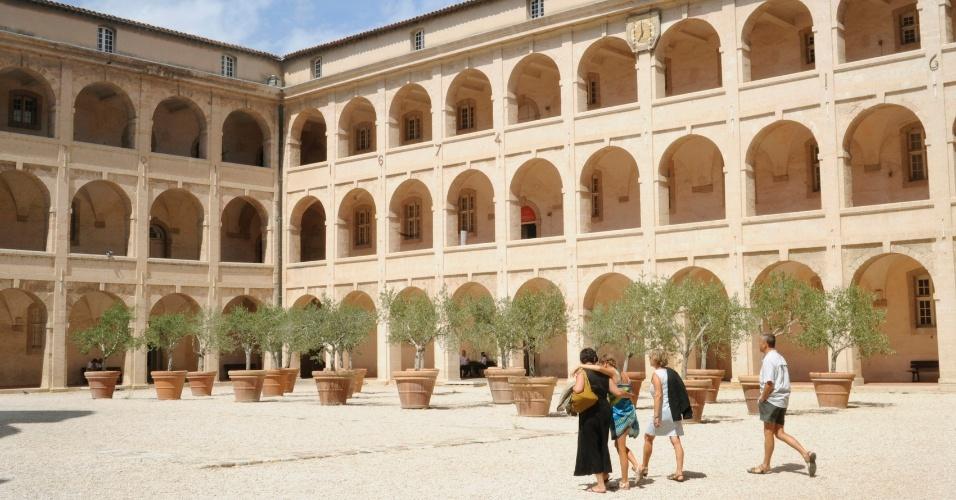 A Vieille Charité de Marselha, onde havia um asilo e um sanatório, hoje abriga museus de arqueologia mediterrânea e arte africana