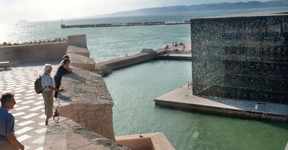 O Musée des Civilisations de l'Europe et de la Méditerranée (MuCEM), inaugurado em junho e projetado por Rudy Ricciotti, é outro dos novos atrativos da cidade de Marselha, na França