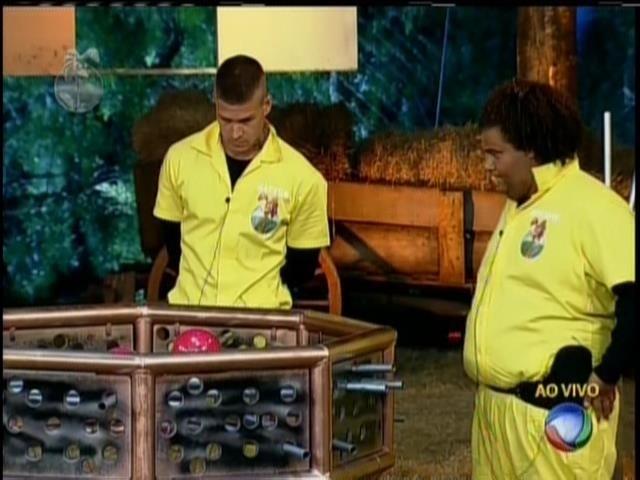 19.set.2013 - Mateus Verdelho derrotou Gominho na final e escapou da roça