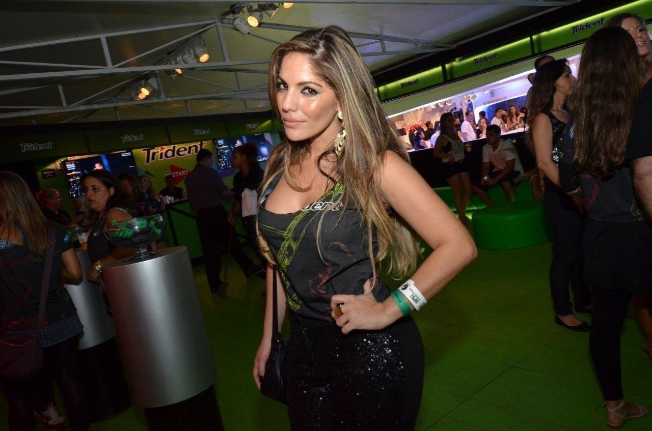 20.set.2013 - A ex-BBB Anamara posa em um camarote do Rock in Rio