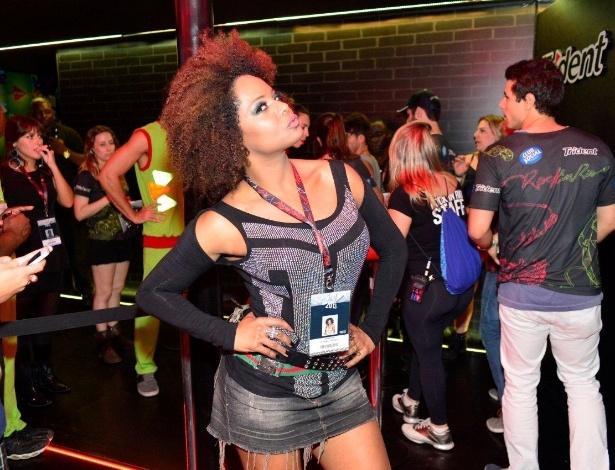 20.set.2013 - Adriana Bombom faz pose para fotos em um dos camarotes do Rock in Rio