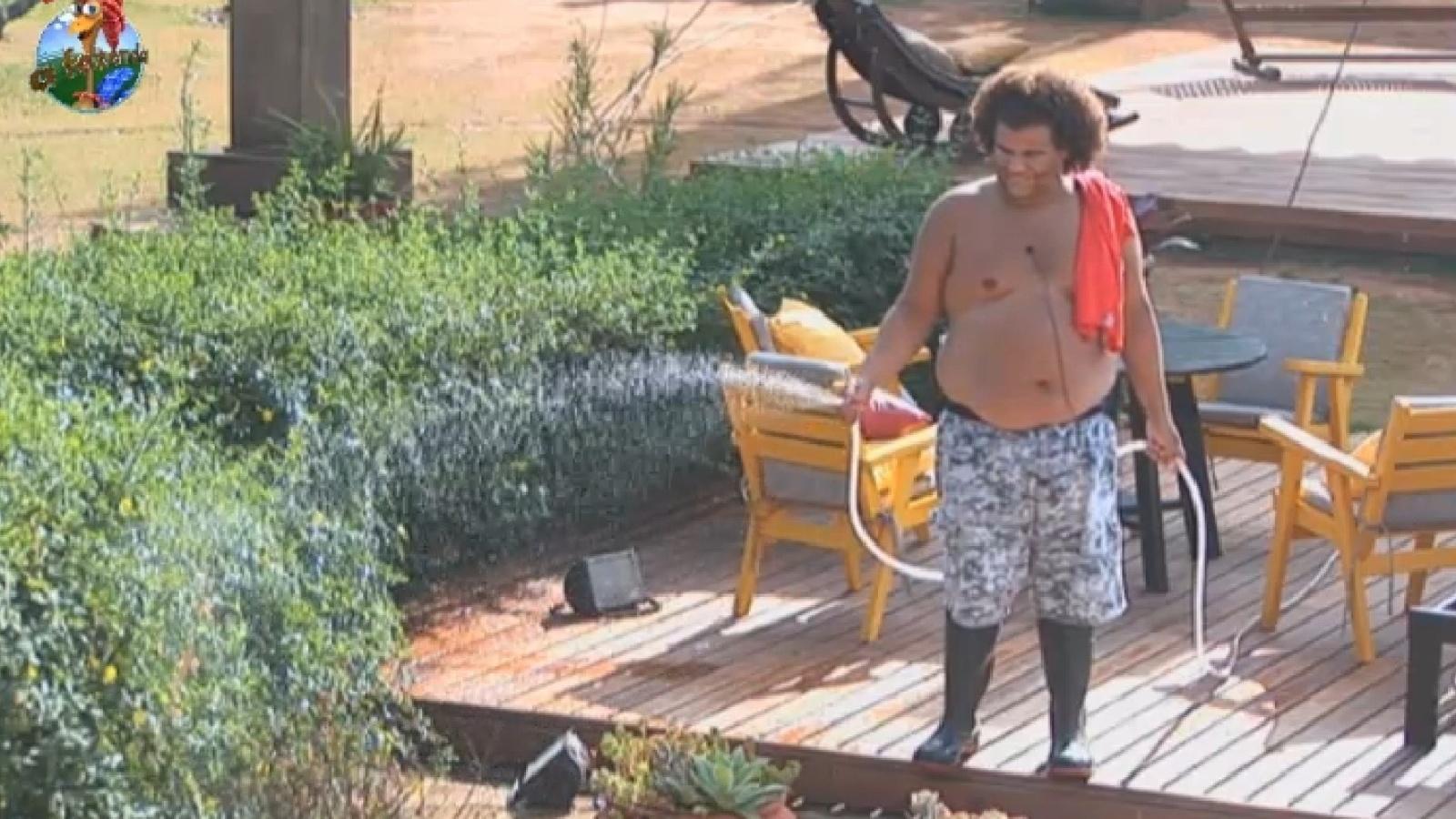 20.set.2013 - Gominho reclama das obrigações matinais: