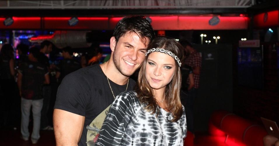 20.set.2013 - Milena Toscano vai acompanhada pelo namorado, João Paulo Rio Branco, no Rock in Rio